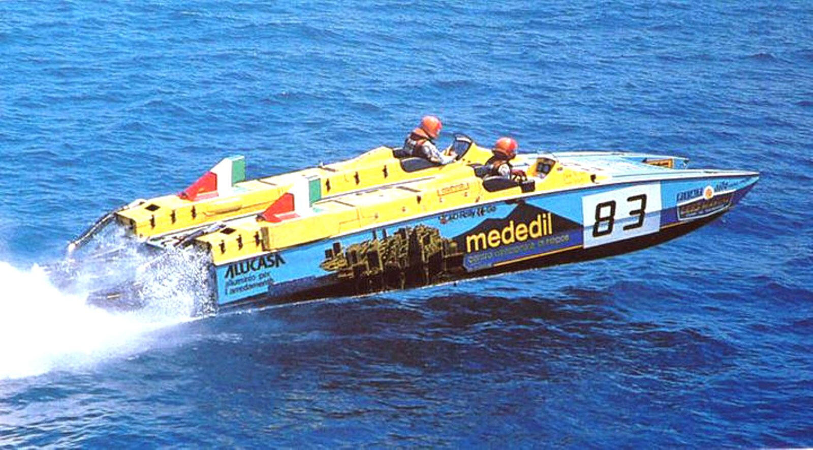 Full throttle with a Neapolitan Legend in Offshore powerboat racing
