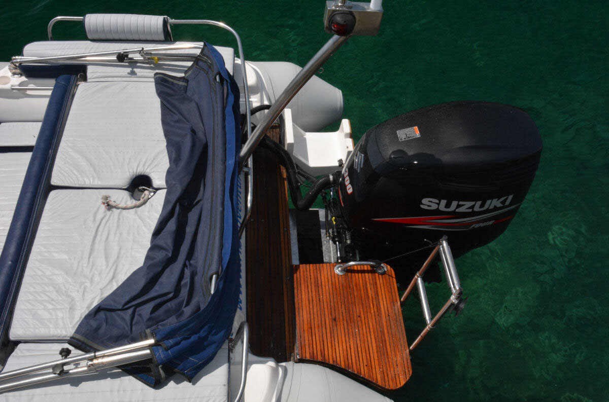 Mounting the outboard on a bracket - e-ribbing com