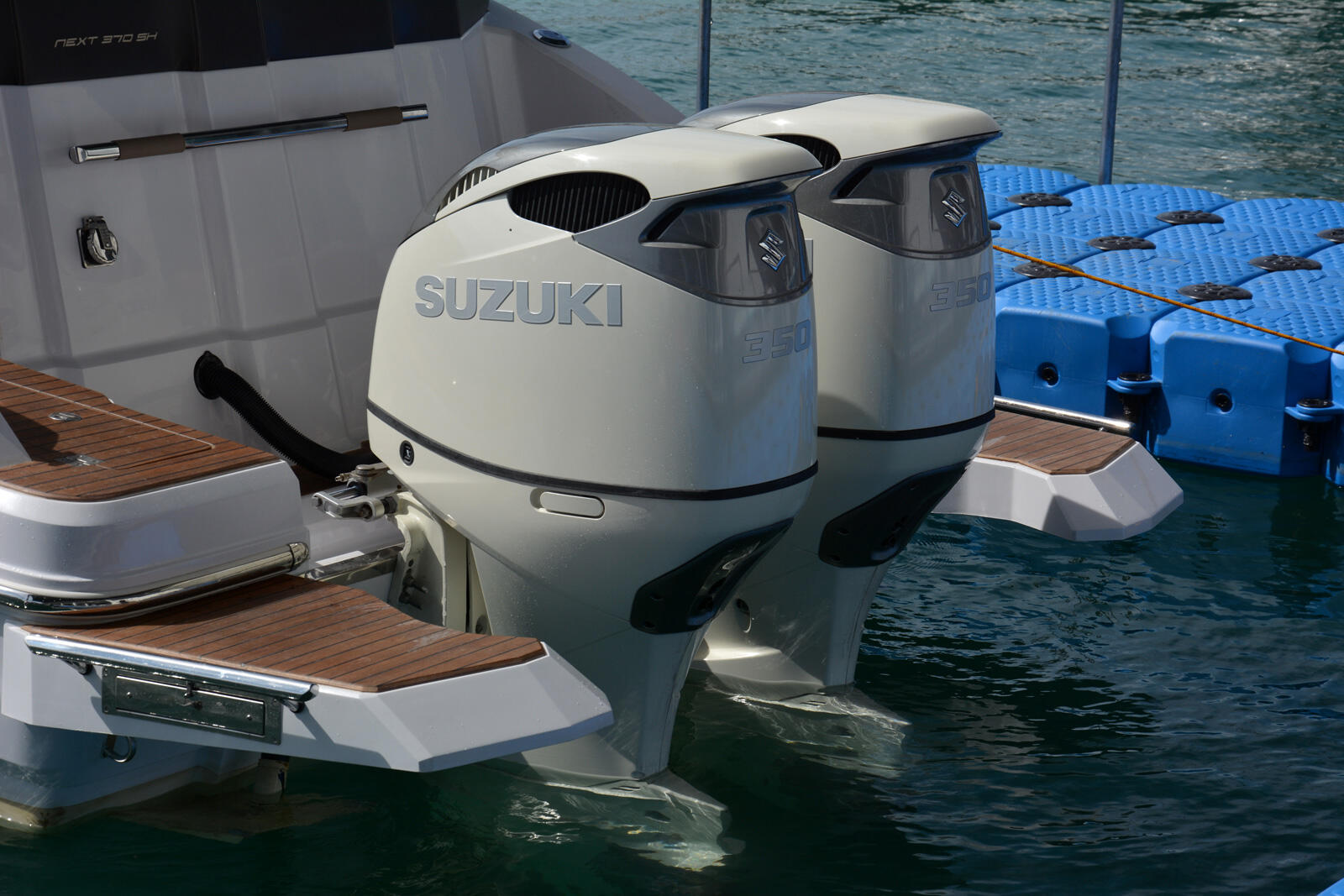 Suzuki DF 350A twin propeller outboard – The first official